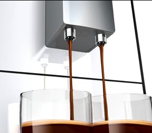 """Vienam ar dviem puodeliams, dideliems puodeliams ar """"Latte Macchiato"""" stiklinėms – kavos kranelio aukštį galima reguliuoti iki 135 mm."""